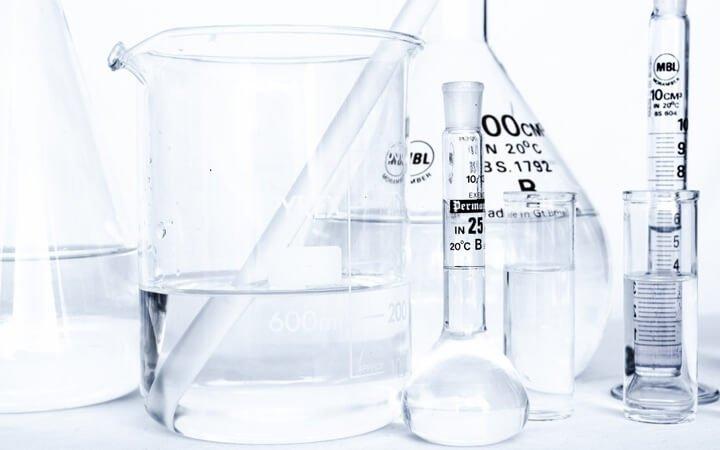 Alkohol Extraktion image shows different lab equipment.